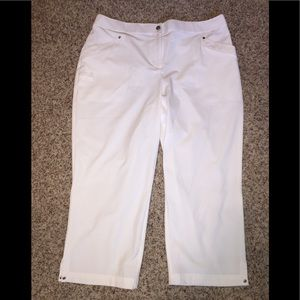 Chico's White Zenergy Golf Capri Pants, 1.5, NWOT